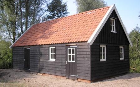 Houten schuren houten schuur op maat houtbouw friesland for Foto op hout maken eigen huis en tuin
